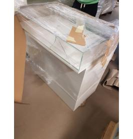 Nieuw meubel met glasschade