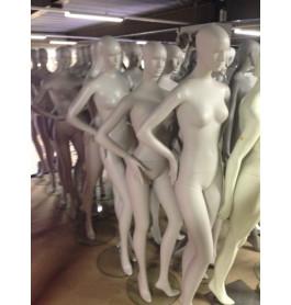 Gebruikte abstracte dames etalagepoppen