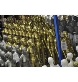 goudkleurige gestyleerde heren mannequins