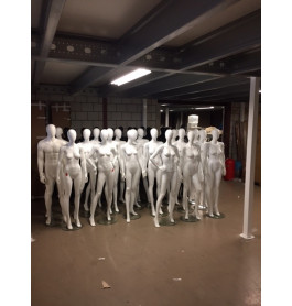 Gebruikte etalagepoppen faceless mannen en vrouwen