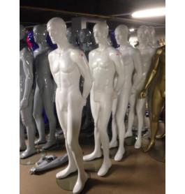 glossy witte heren mannequins van a merk nwpr was 795 euro