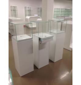 Italiaanse high glossy vitrine kast met wit blok